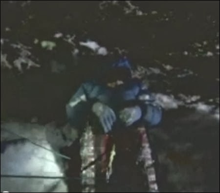 The body of David Sharpe lies in the 'Green Boots' cave