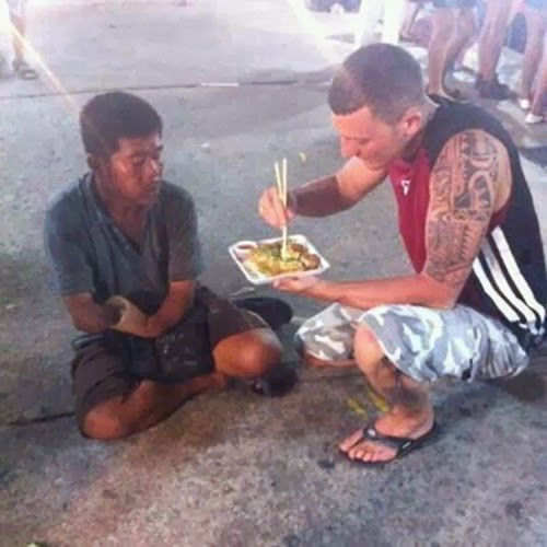 When this man brought a homeless guy with no arm Japanese food and fed him.