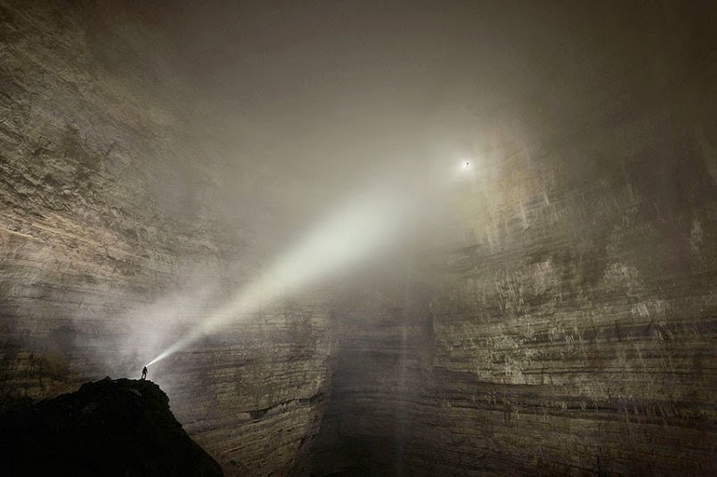 FirstEver Images Of A Cave So Massive It Has Its Own Weather - Er wang dong cave china large weather system