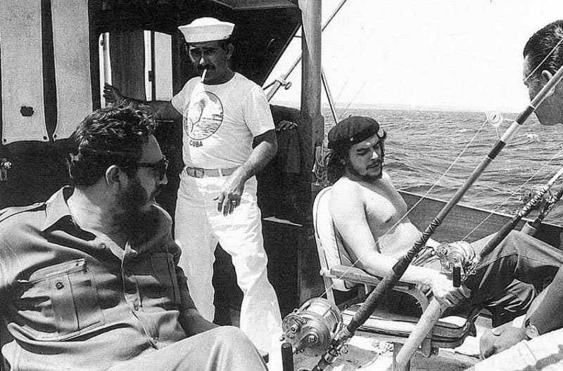 Fidel Castro and Che Guevara fishing in 1960