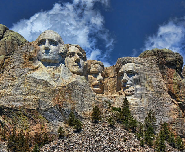 15 photos of famous landmarks viewed from a distance for Interesting facts about mount rushmore