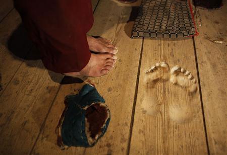feet of monk Hua Chi
