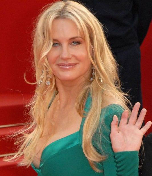Daryl Hannah - Missing finger
