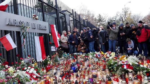 Poland griefs on paris attack