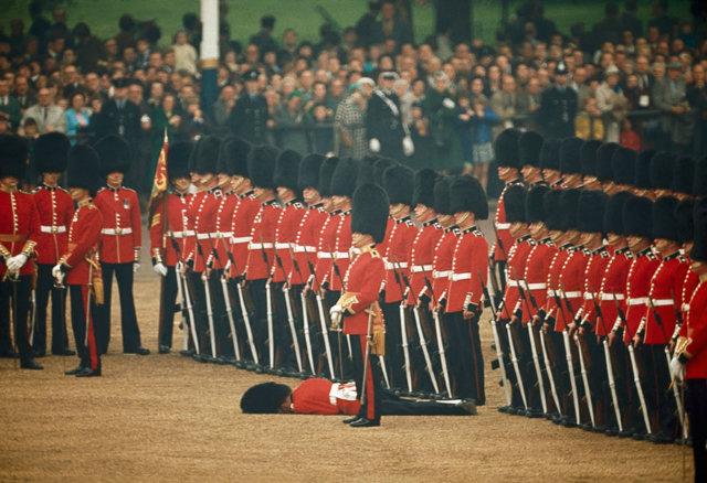 irish guard faints