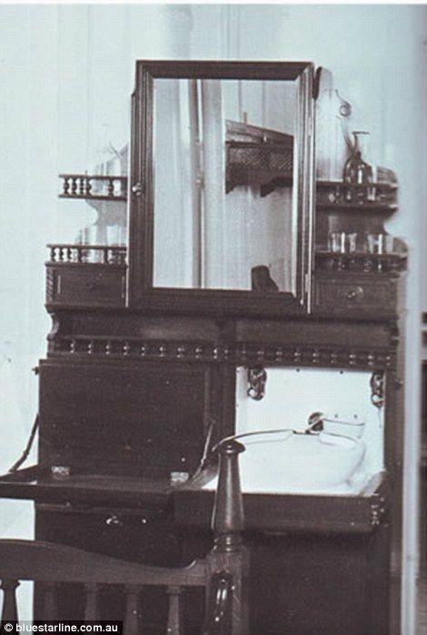 Second class rooms in Titanic
