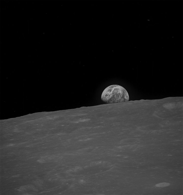 Photo of Earth as seen from the moon