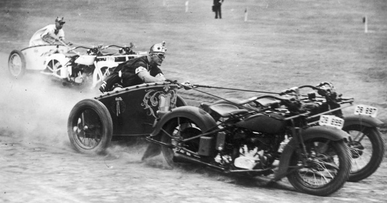 Motorcycle Chariot Racing