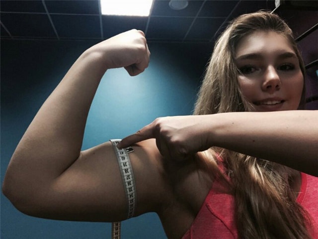 Youngest Russian Girl To Bench 145 kg