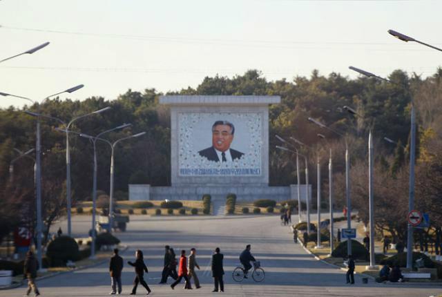 kim il-sung monument