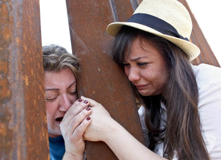 Arizona mother and daughter at the border