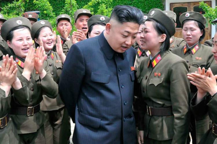 Kim Jong-un with women