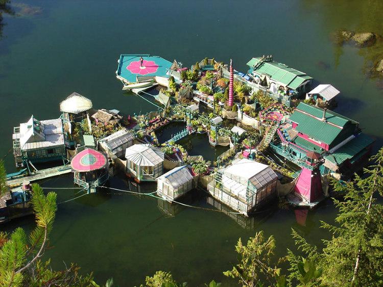 Floating House - Freedom Cove