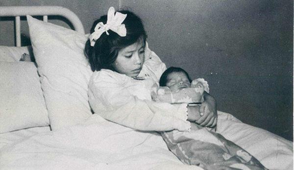 Lina Medina With her son