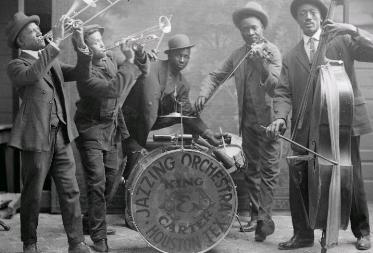 Jazzing Orchestra 1921