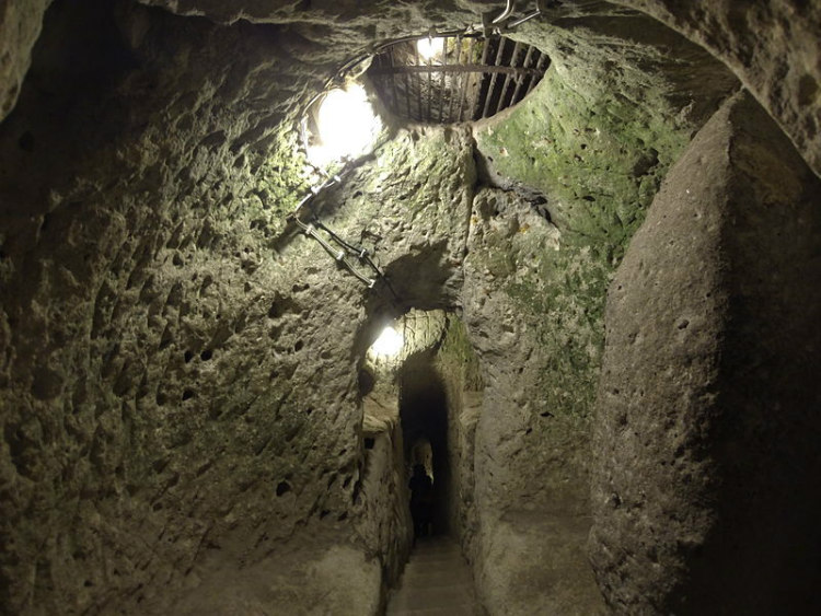 Ceiling Ventillation Shafts and Tunnels