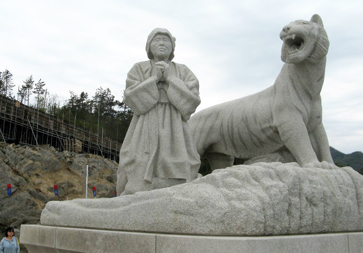 Statue of Bbyong and a Tiger on Jindo Island