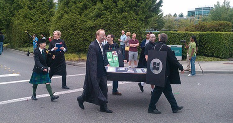 Microsoft staged a mock funeral for Apple's iPhone and Blackberry