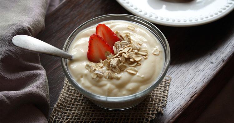 Ilustrasi penemuan yogurt pertama kali saat penggembala hewan ternak memerah susu dan mendiamkannya di dalam wadah