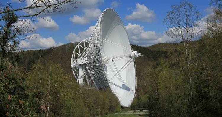 The Effelsberg 100-m radio telescope